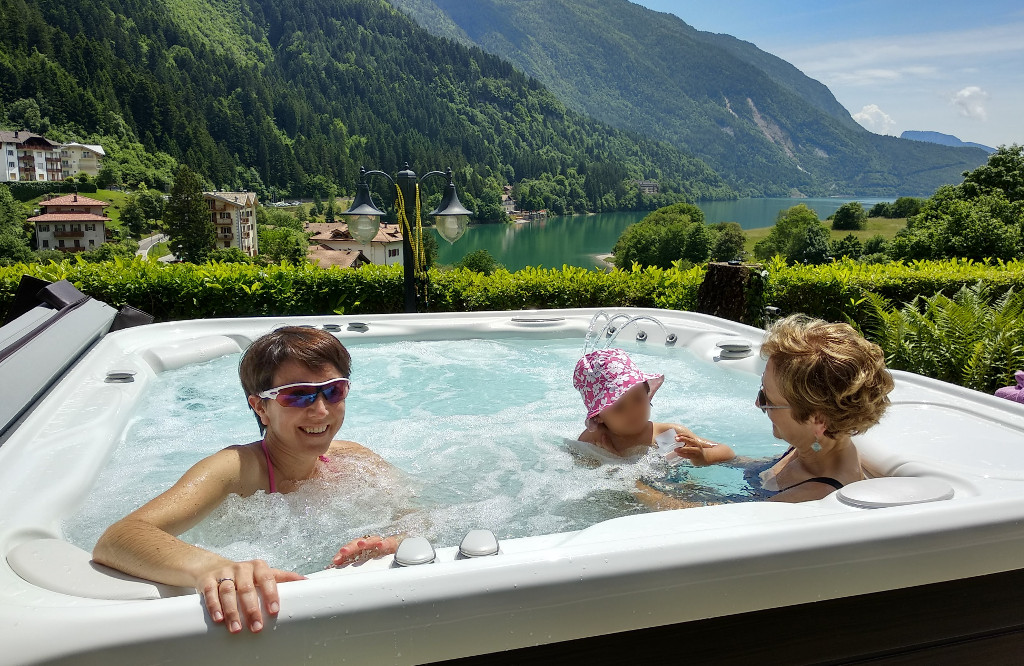 Benvenuti a molveno charme hotel nevada tra lago di - Hotel a molveno con piscina ...